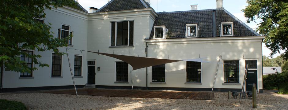 Design overkapping met zeil doek als terrasoverkapping zonnezeil systeem